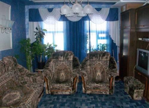 Дизайн комбинированных обоев в гостиной фото